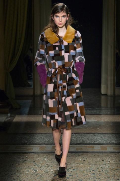 Milan Fashion Week quay lai voi thoi trang thap nien 1970
