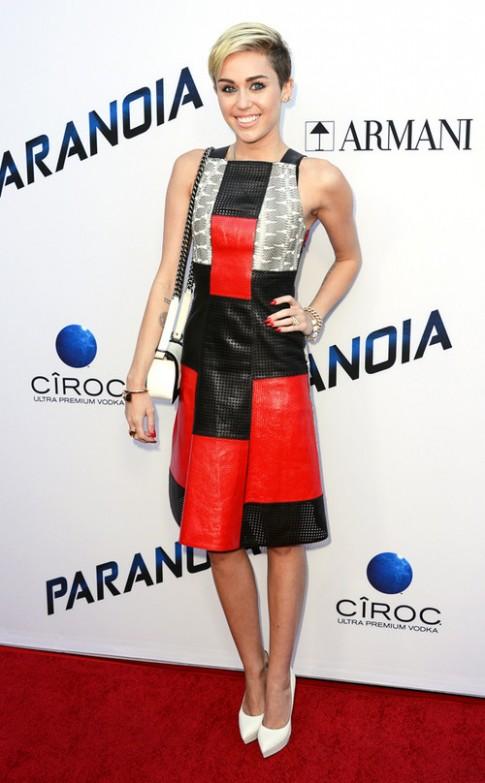 Miley Cyrus được khen mặc đẹp khi kín đáo