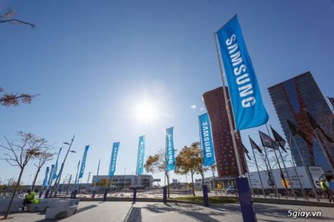 [MWC 2014] Khung canh ben ngoai tai trien lam cong nghe the gioi: Samsung chiem hau het