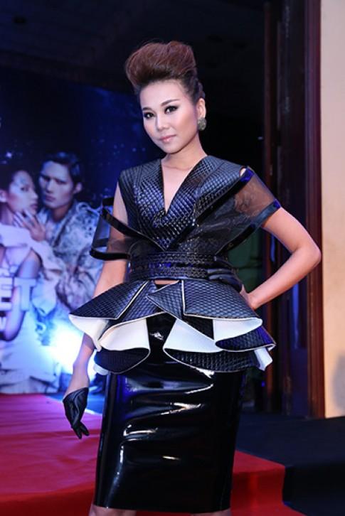 My nhan Viet da phong cach tren tham do Next Top