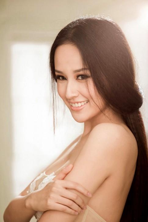 Mỹ nhân Việt khoe sắc với tông màu nude