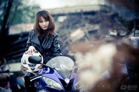 Mỹ nữ xinh đẹp đọ dáng cùng Yamaha R6