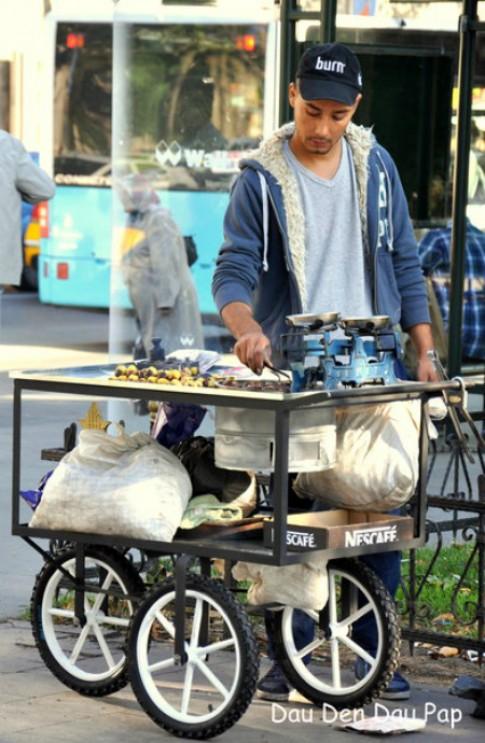 Ngo luoc va hat de nuong tai thien duong am thuc Istanbul
