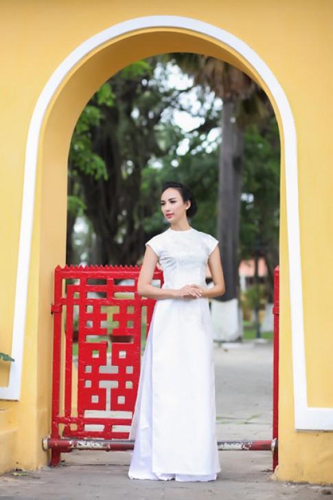 Ngọc Diễm mềm mại với áo dài