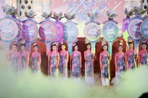 Ngọc Hân, Hồng Quế nổi bật ở Festival Huế