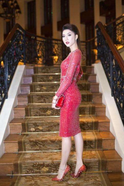 Ngọc Quyên kiêu sa với váy đỏ đinh tán