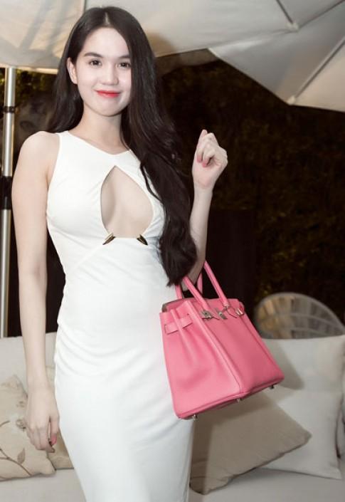 Ngoc Trinh, Linh Chi cung dien vay khoet nguc