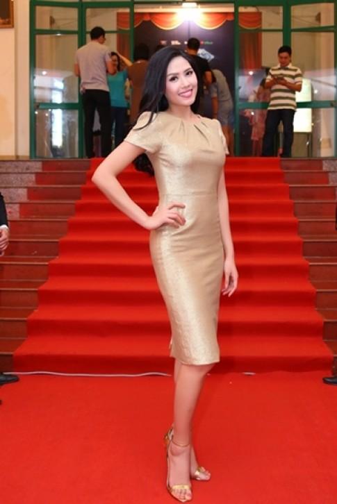 Nguyen Thi Loan xuat hien rang ro sau Miss World