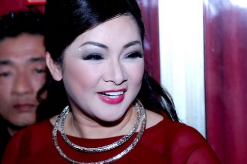 Nhu Quynh vao danh sach sao Viet mac loi trang diem thang 8