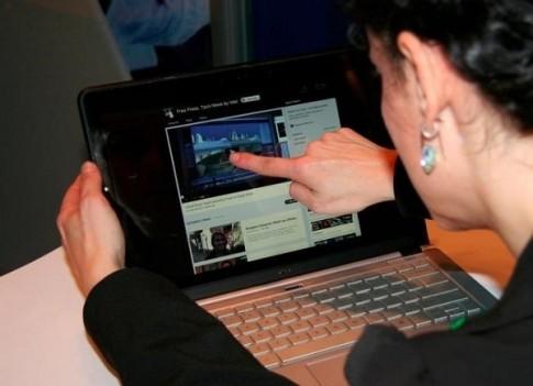 Nhung dieu can biet khi mua laptop cam ung chay Windows 8.1