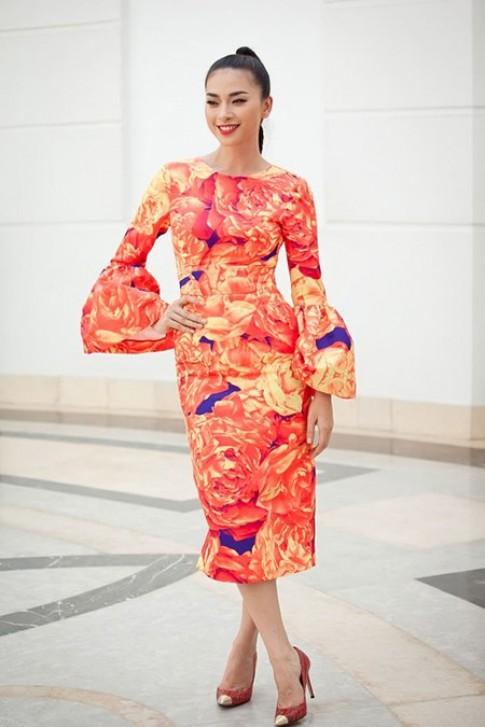 Nhung trang phuc co phan don gian cua Ngo Thanh Van
