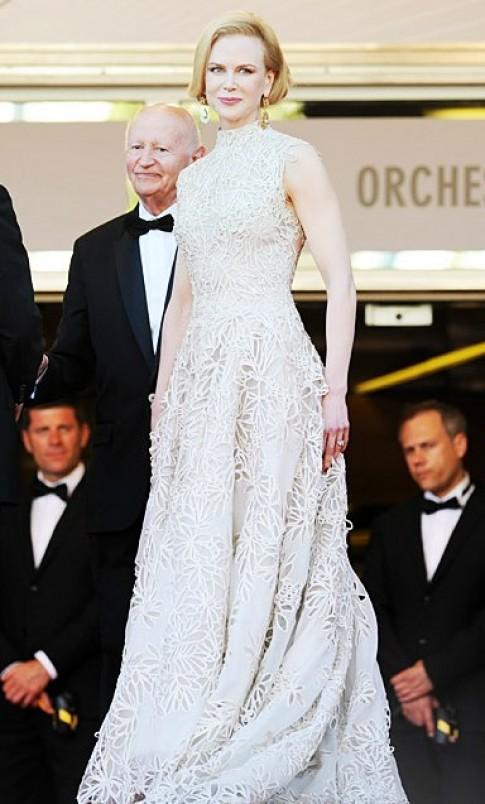 'Nicole Kidman không mặc lại váy bị Anne Hathaway chê'