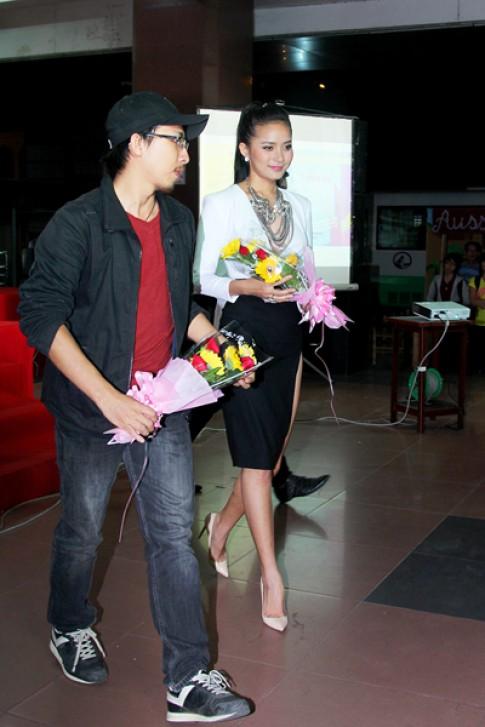 Phan Nhu Thao dien vay xe cao cham thi hoa khoi