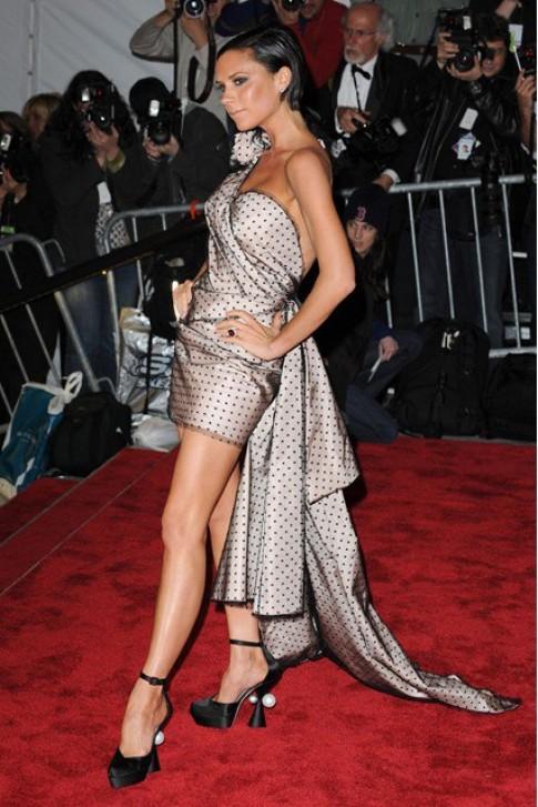 Phong cách ăn mặc của Victoria Beckham theo thời gian
