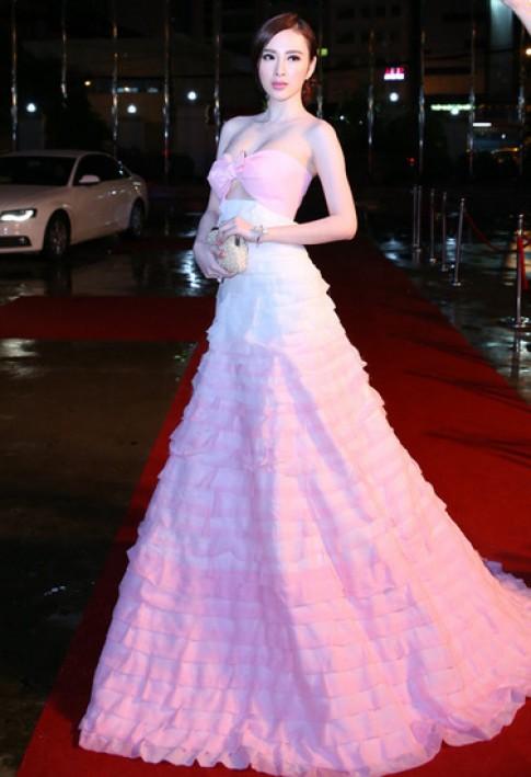 Phong cách 'bà hoàng' trên thảm đỏ của Angela Phương Trinh