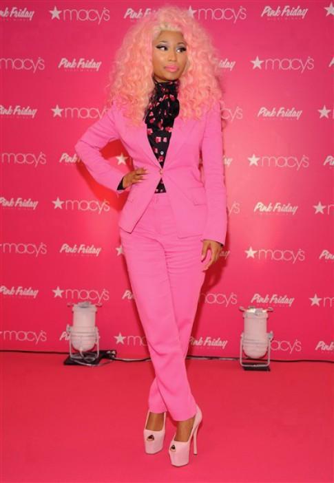 Phong cach tu sac so den toi gian mau sac cua Nicki Minaj (2)