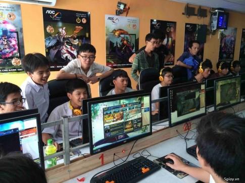 PHONG GAME MAN HINH LON NGAY CANG HUT KHACH ???