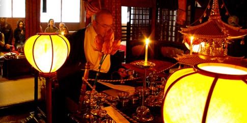 Qua đêm ở ngôi đền linh thiêng Fudoin, Nhật Bản