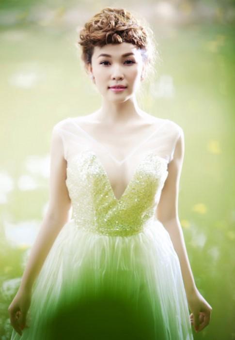 Quỳnh Thư hóa nàng tiên xanh