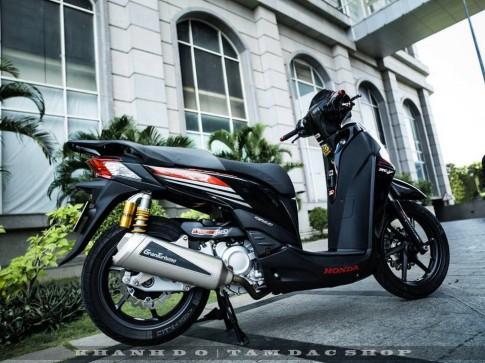 SH300i dam chat choi cua bikers Sai Gon - dam me la bat tan