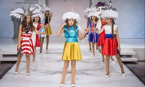 Show thời trang trẻ em ở Nga gây sốc bằng cảnh tự sát