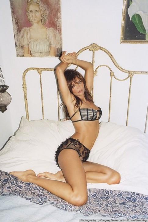 Siêu mẫu Helena Christensen nude khoe thân hình tuổi 44