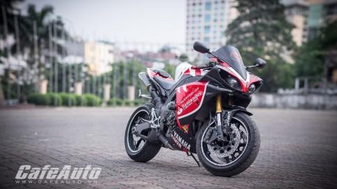 Sieu pham Yamaha YZF-R1 do phong cach Santander tai Ha Noi