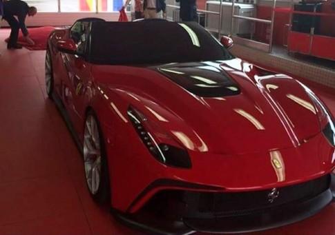 Sieu xe F12 TVS dat ky luc cua Ferrari