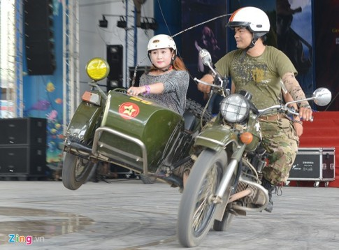 Soi dong voi man bieu dien Sidecar tai cong vien nuoc Ho Tay