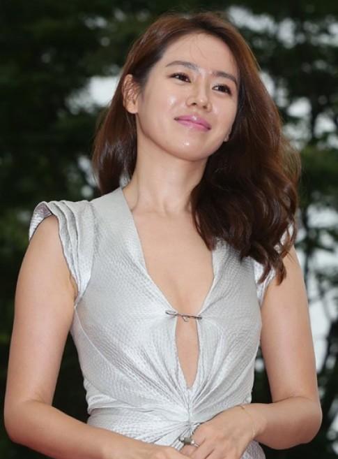 Son Ye Jin giai thich viec cai kim bang vao vay