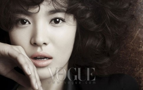 Song Hye Kyo trang diem bien hoa tren tap chi
