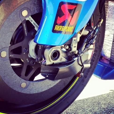 """Suzuki GSX-RR sử dụng """"phểu"""" làm mát phanh Brembo trên đường đua MotoGP"""