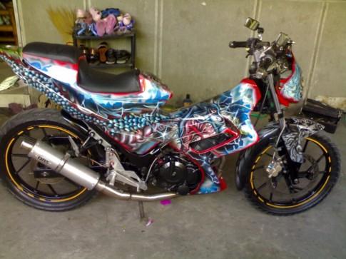 Suzuki Raider sơn Airbrush quái đản