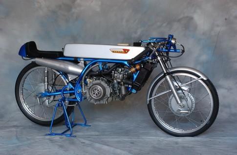 Suzuki RK67 50cc : một cổ máy kinh ngạc