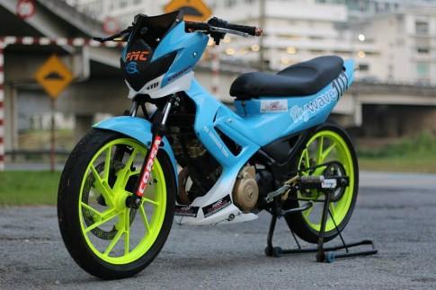Suzuki Satria F do kieng mau xanh Petronas dep la