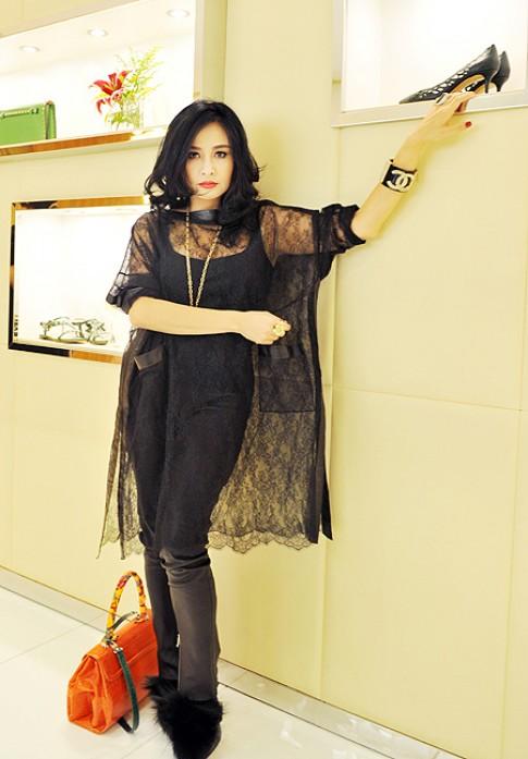 Thanh Lam quy phai voi trang phuc ren va long