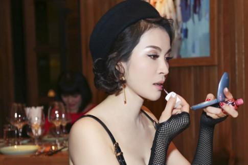 Thanh Mai quyen ru tai dem tiec