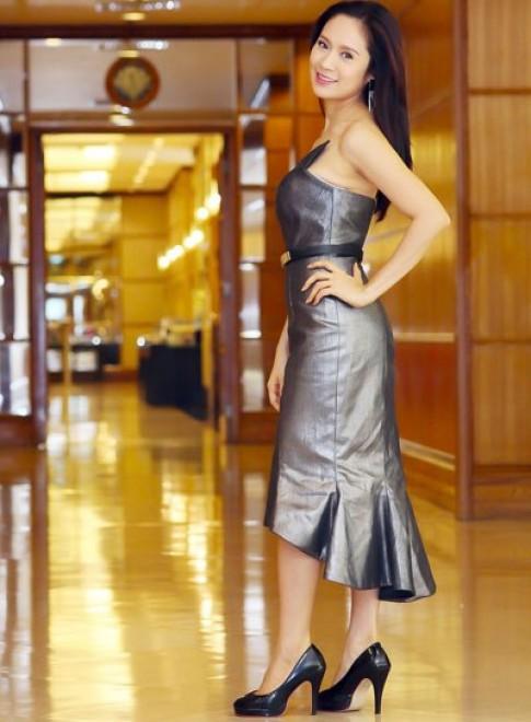 Thanh Thúy yêu kiều trong váy da bóng