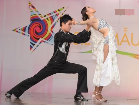 Thi sinh Sieu mau bieu dien dancesport