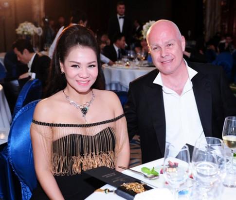Thu Minh được ông xã tặng vòng cổ ngọc trai 20.000 USD