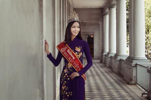 Thuy Dung mang ao dai cua Hoang Hai trinh dien tai Anh