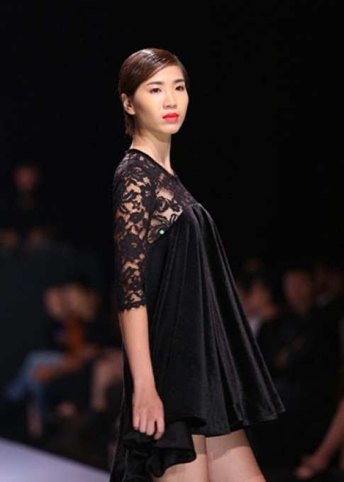 Thuy Nguyen bien tau chát liẹu gám theo phong cach hien dai