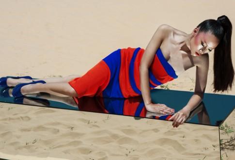 Trang Khiếu khoe dáng trên đồi cát cháy nắng