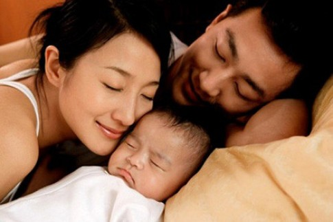 Trẻ em dễ đột tử khi ngủ cùng cha mẹ