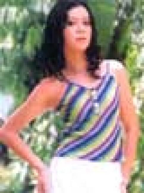 Trẻ trung với trang phục vải sọc