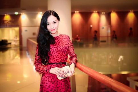 Truong Ho Phuong Nga me vay hoa tiet da bao