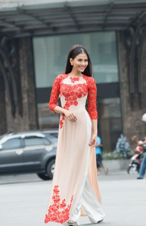 Truong Thi May, Diem Huong dam tham trong ao dai hoa