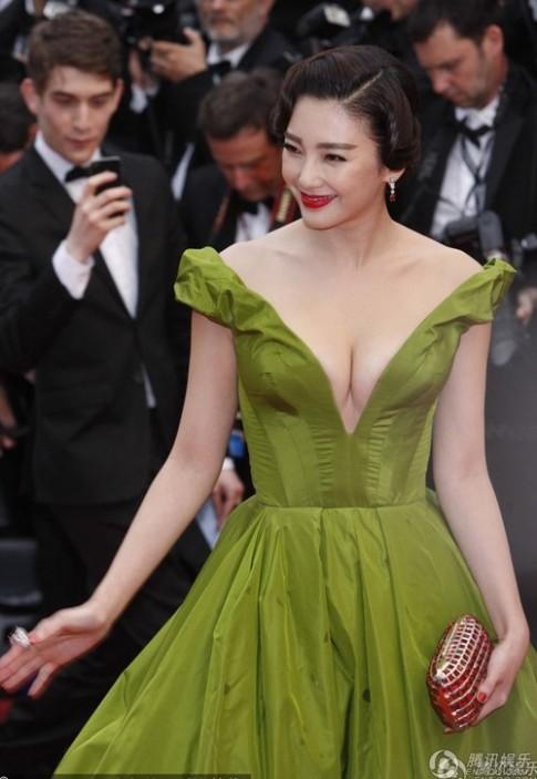 Truong Vu Ky noi hon Pham Bang Bang tren tham do Cannes