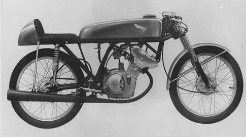 """""""Ước Mơ"""" (Dream) 50R của Honda"""