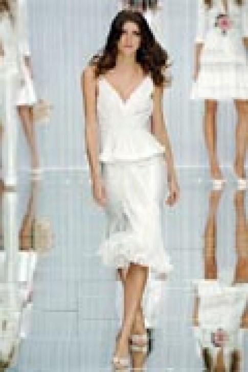 Váy trắng thanh lịch của Elie Saab